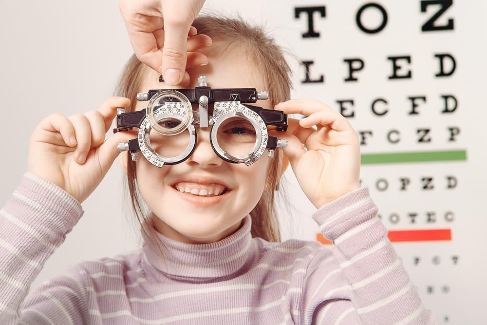 Briller til børn skal erfaringsmæssigt også rettes oftere end briller til  voksne 13ef39e057c11